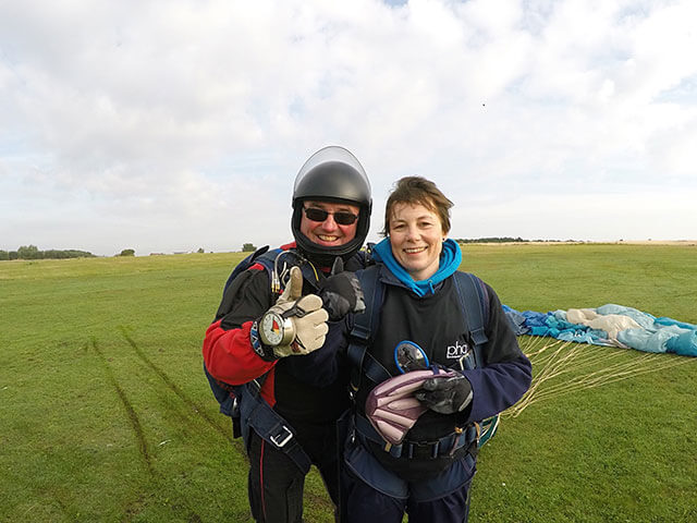 Rachel-Crackett-skydiving01