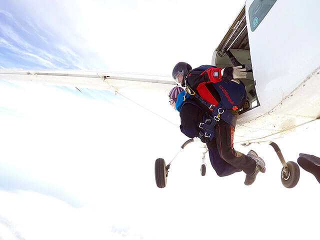 Rachel-Crackett-skydiving02
